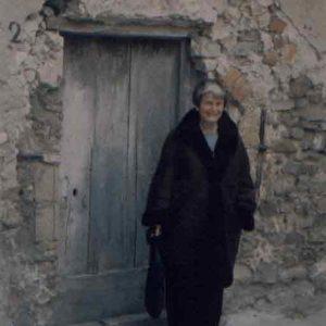 Elisabeth-manna-Borgese-davanti-la-casa-Borgese